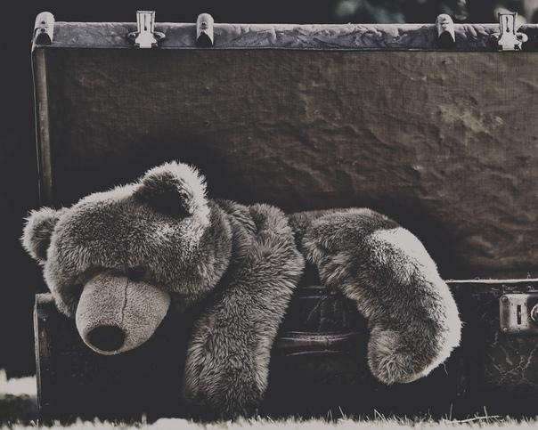 Детская игрушка В детстве у меня любимой куклой была мягкая игрушка размером примерно с небольшую диванную подушку. Это был то ли кот, то ли медведь желтого цвета я до сих пор не уверен в его