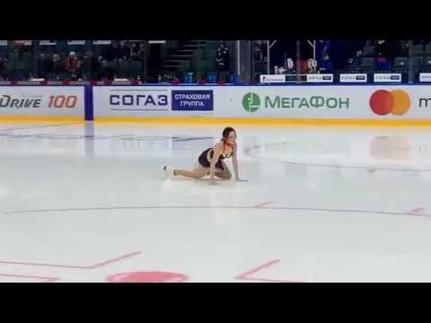 Туктамышева разделась на хоккейном матче в Петербурге