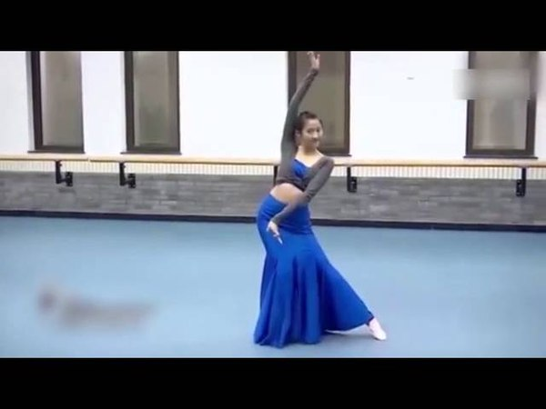 Gossip: Guan Xiaotong Arts exam dance video exposure graceful figure big legs steal the spotlight