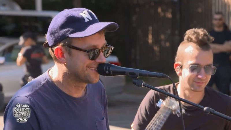 Gorillaz - Acoustic Live at KROQ HD Radio Sound Space