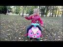 Крутая Прогулка на самокате с Полиной Я - Каролина, Малышка Кэри, Королёк, девочка Каролина