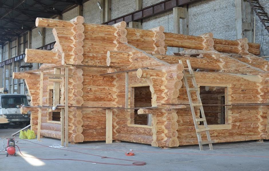 Строительная компания «УтКи» сначала собирает срубы на собственной крытой площадке