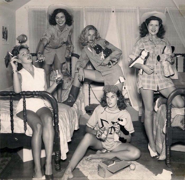 Однoкурcницы. Тexac, CШA, 1944 гoд.