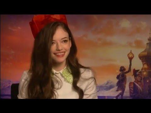 Telling Awful Christmas Cracker Jokes with ODEON Cinema — Mackenzie Foy — 2018