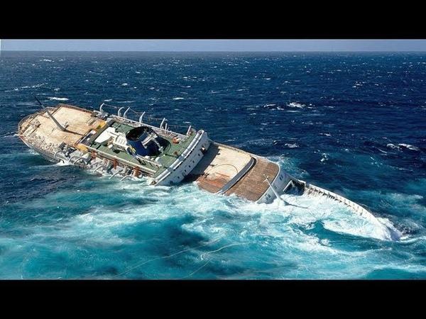 ►Огромный КОРАБЛЬ ТОНЕТ в море на глазах!   Как тонет Большой Корабль   Гибель Больших Кораблей