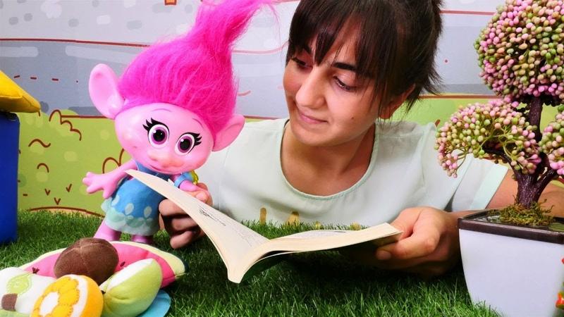 Poppy Küçük Prens kitap okuyor! Eğlenceli video
