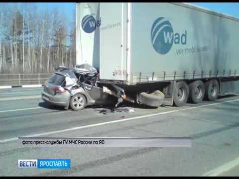 Иномарка влетела в грузовик в Ростовском районе погиб водитель