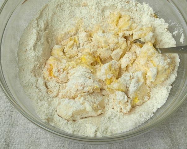 Нежный, рассыпчастый песочный пирог с вишней