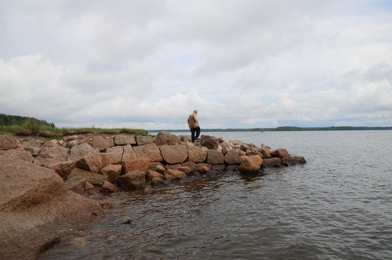 По крепостям возле Выборга. Поход 2 сентября. Остров Овчинный. Николаевская батарея и скалы.