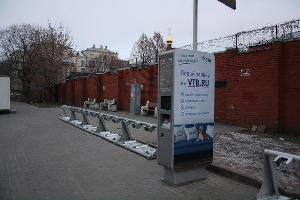 Лавочки спрятали за велосипедную станцию.  26 ноября 2017