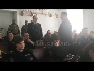 В Хабаровском крае начальника ГИБДД задержали прямо на занятиях о коррупции (видео задержания)