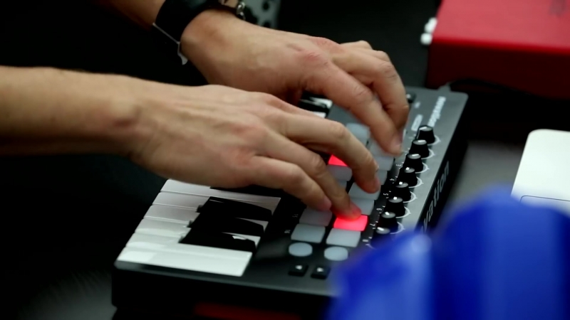 Novation _⁄_⁄ Launchkey Mini Performance, ft. KillTheRobot