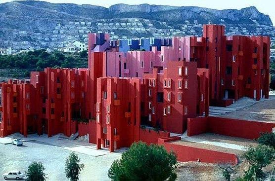 Рефункционализация старого бетонного завода в жилой дом на 50 квартир от архитектора Рикардо Бофилл в небольшом прибрежном городе Кальпе, в Марина Альта Валенсии.