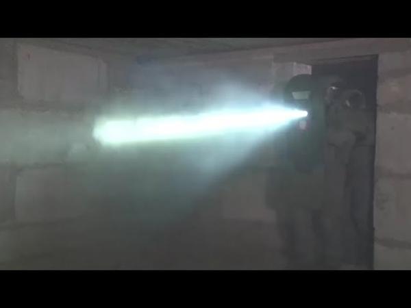 Verursacht Halluzinationen Russische Spezialeinheiten trainieren mit neuem Blitz Schild