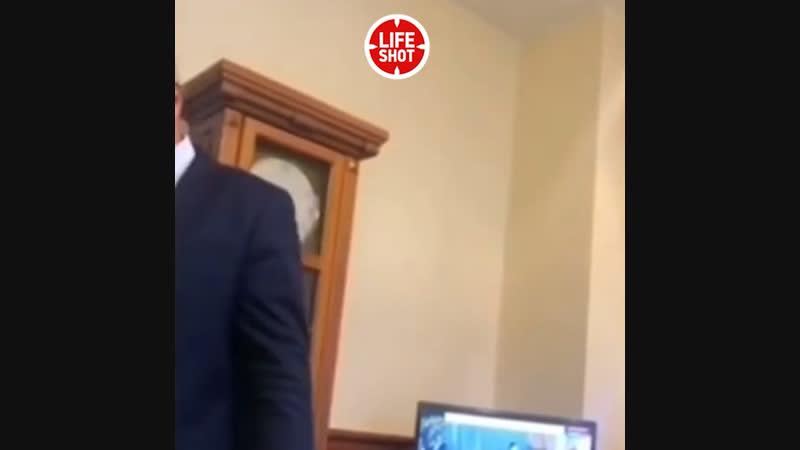 В сети появилось видео, на котором мэр Междуреченска Владимир Черновотчитывает чиновников за «примерку» детской площадки