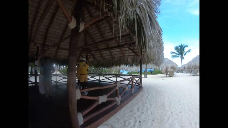 Иберостар Гранд отель - высшая категория. Почт пустовал и пляж заброшен.