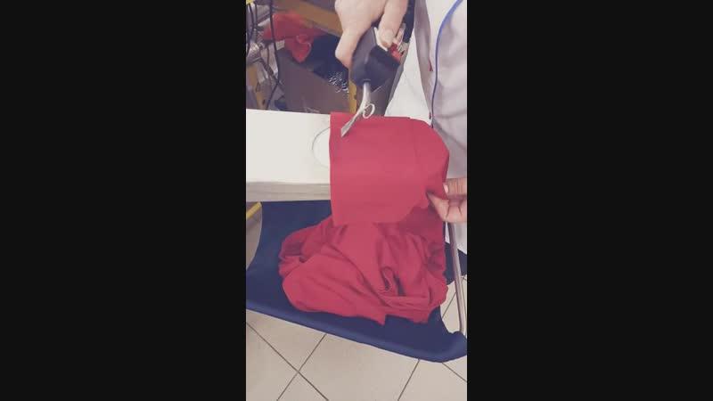 Процесс выведения пятна с платья