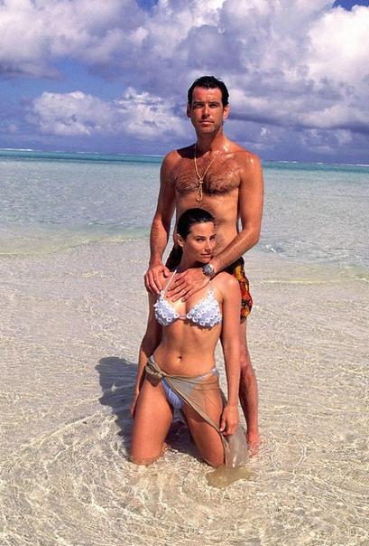 История любви Пирса Броснана и Кили Шэй Смит Один из самых известных исполнителей роли Джеймса Бонда ирландский актер Пирс Броснан вполне может служить примером идеального мужчины. Восхищения