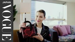 ベラ・ハディッドのバッグの中身を大公開! スーパーモデルが持ち&#27497