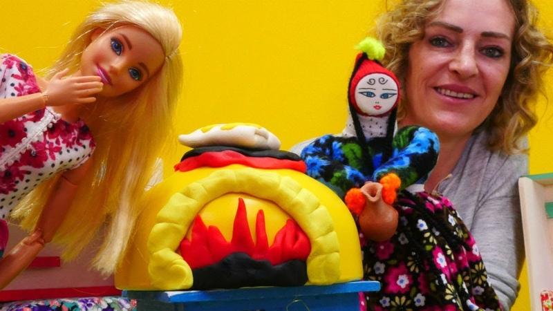 Barbie ile oyunlar. Gözleme yapıyoruz. Yemek yapma oyunu.