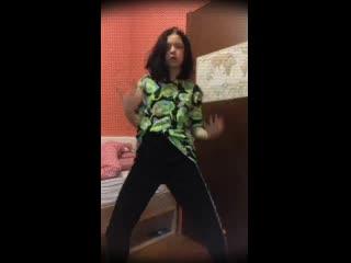 Школьница танцует. тик ток. tik tok, малолетки, лесби, periscope, перископ юная тянка teen, студентка, не школьница,не цп hentai