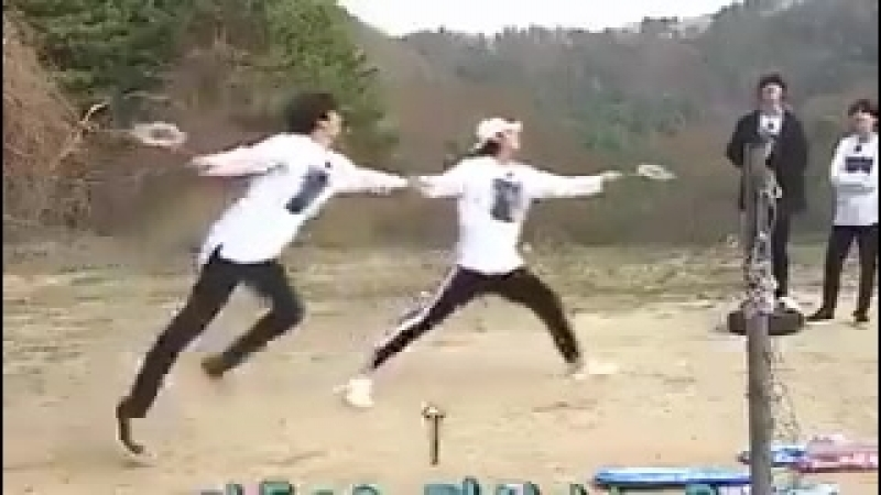 JUNGKOOKS SCREAM WHEN TAE CHASED THE SHUTTLECOCK KSJDJD IM LAUGHING @BTS_twt
