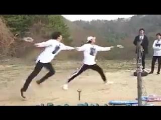 JUNGKOOKS SCREAM WHEN TAE CHASED THE SHUTTLECOCK KSJDJD IM LAUGHING @BTS_twt