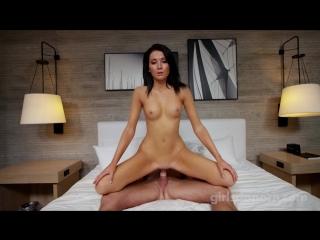 GirlsDoPorn Episode 470 19 years old секс на кровати с симпотными девочками