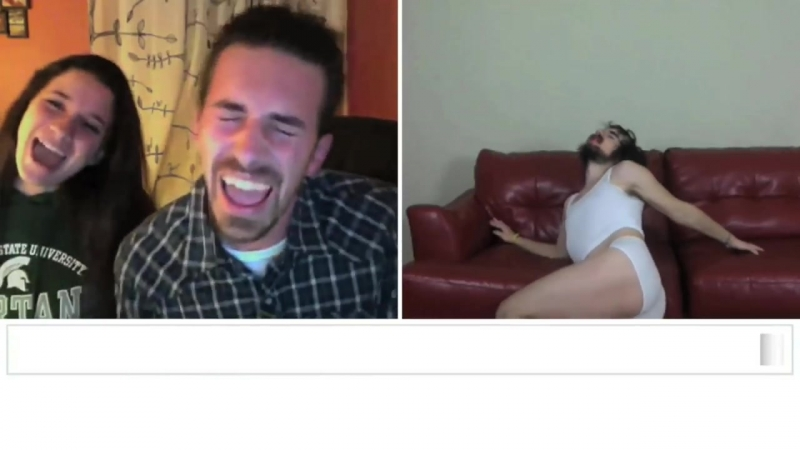 Miley Cyrus Wrecking Ball Chatroulette Version 😁😁😁🤣🤣