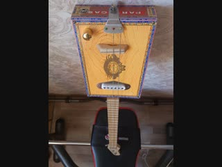 Cigar box guitar, electric, 3 strings