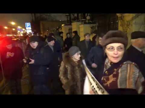 Вар.2. 10.12.2018 г. Встреча депутата МГД Шуваловой Е. А. с избирателями у памятника Солженицыну.