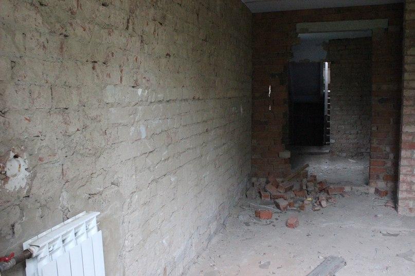 Внутри первого двухэтажного корпуса