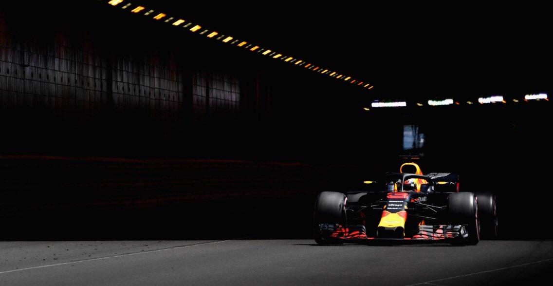 Даниэль Риккардо на выезде из тоннеля в Монако
