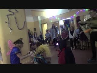 Предновогодняя вечеринка и спектакль