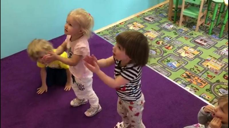 Английский детский сад. Песенки с движениями