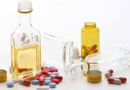 Консультант по наркомании помогает людям избавиться от зависимости от алкоголя и наркотиков