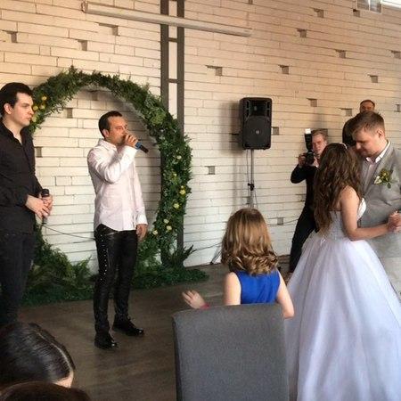 """Kirill on Instagram: """"Отличная была свадьба! Первый танец молодых под песню группы те100стерон. Рад за вас @dovganmark и @dovganann. Спасибо за пр..."""