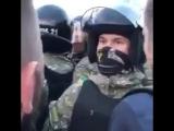 «Давай драться, бл**ь». Фанаты Металлиста провоцируют полицию