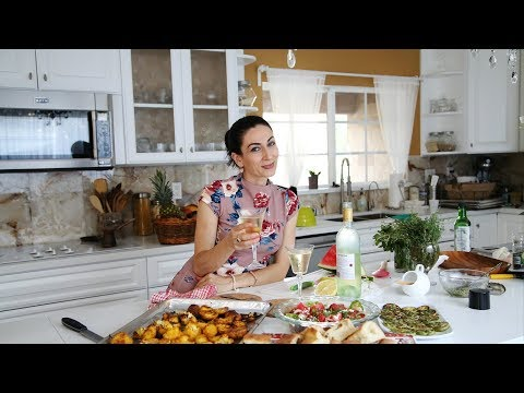 Peggy's Garden Salad - Summertime Dinner Idea - Heghineh Cooking Show