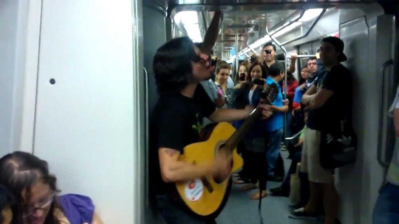 Rafael Budu || Cantando en el METRO pa la Risa jajajaja !
