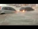 Сильный дождь превратил улицы бразильского города Белу Оризонти в бурлящие реки