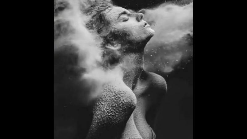 Больнее всего пережить то, когда человек сумел дотронуться до сердца, а затем плюнул в душу...