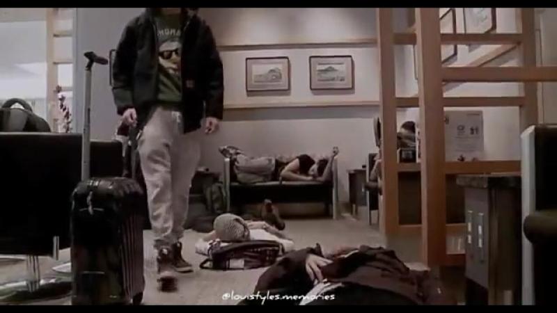 Помните, когда в туре мальчики буквально засыпали на полу, они так уставали и при этом выс.mp4