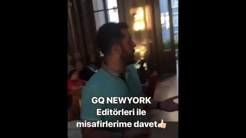 Kerem Bürsin, GQ New York ve Vogue New York editörleri Daniel Schefler ve Micheal Petronaci'nin Türkiye'ye gelişi adına verilen