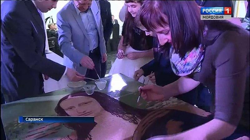 В столице Мордовии создали самый большой и пока единственный в мире портрет Джоконды из манной крупы