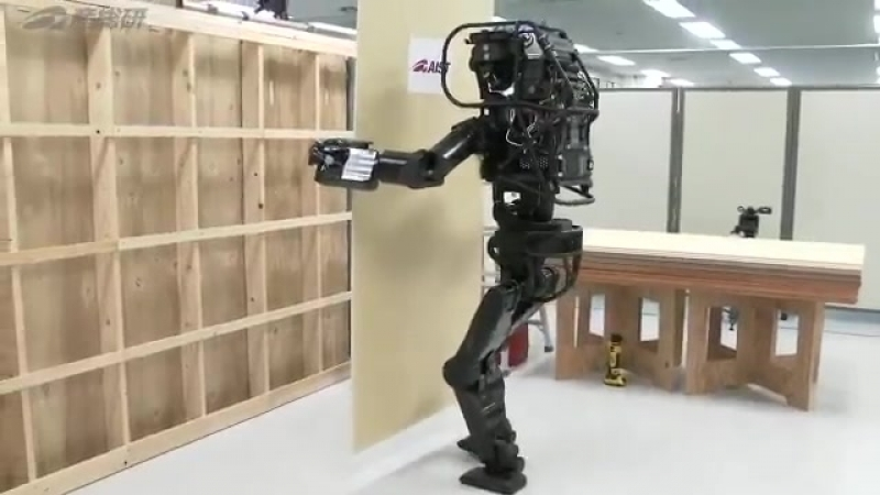 Японцы показали нового человекоподобного робота строителя, а наш Фёдор хоть на пролом но по прямой!