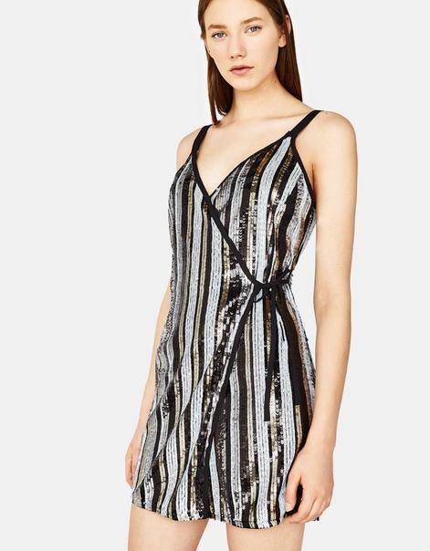 Платье с рисунком в полоску и пайетками