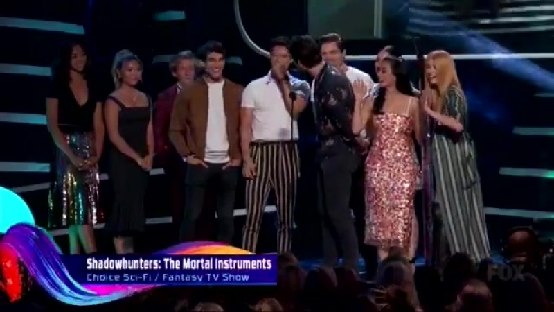 The cast of Shadowhunters accept the award for Choice Sci Fi Fantasy TV Show at the Teen Choice Awards 2018