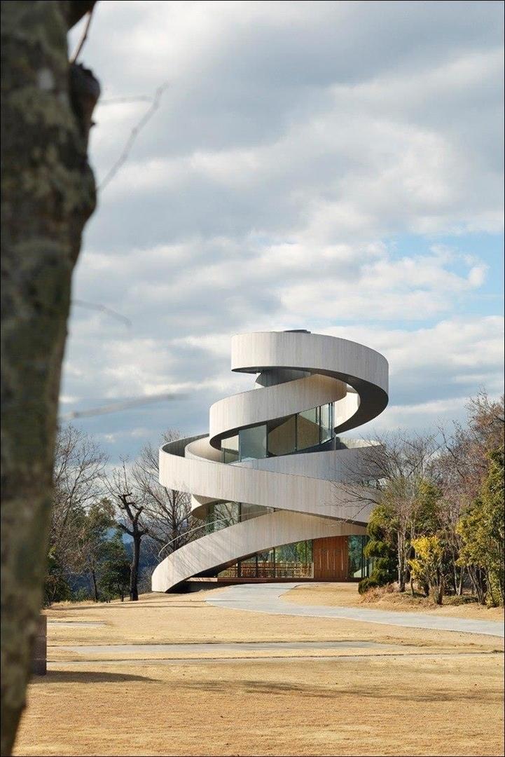 Часовня со спиральными лестницами от архитектора Хироши Накамура.