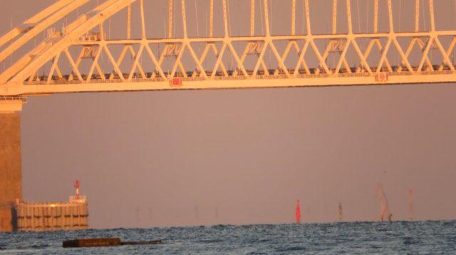 Крымский мост внезапно опустел: движение перекрыто, крымчане в панике